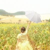 まだまだ大活躍!「日傘」でお洋服との統一感バッチリコーデ♪