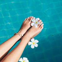 引き締め・UVカット効果も!暑い夏におすすめの涼感ストッキング