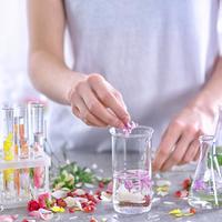 「手作り香水」に注目!アロマオイルを使って簡単に作れます♪