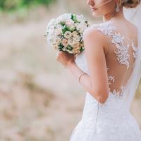 【#プレ花嫁】洗練シンプルが人気!リゾート婚おすすめドレス9選