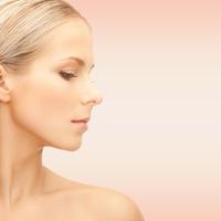 すっきりとした鼻先を作る。大きく見える鼻先には鼻尖部の手術を