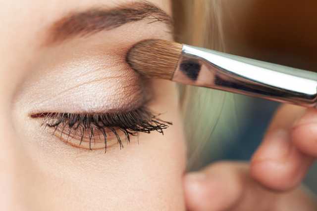 直向漸層的眼影① 上眼皮・下眼皮:第2淺的顏色