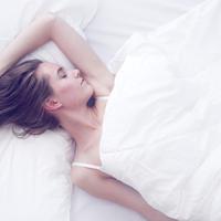 専門医監修のかぶって眠るドーム枕も登場!おすすめ快眠グッズ8選