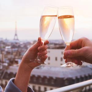 夕食の前にバーで一杯♪パリっ子定番の「アペロ」飲みは恋に効く?