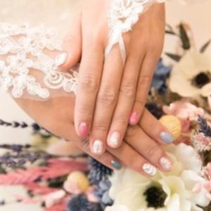 ホログラムを使ったウェディングネイル10選。花嫁の指先を彩る♡