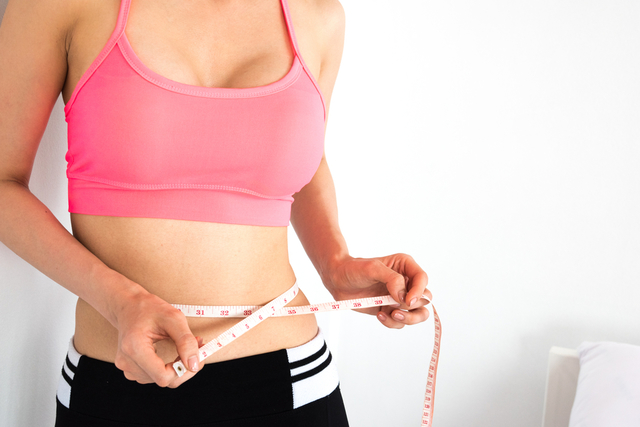 利用呼拉圈減肥的運動方式♡
