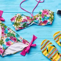 盛れる水着の選び方HowTo♡隠せぬビーチでバストを大きく見せる方法