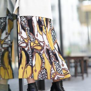 コーデにインパクトを!おしゃれなスカーフ柄のスカートが欲しい♪