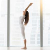 女性の体の敵を撃退!ぽっこり下っ腹を改善するストレッチ方法6つ