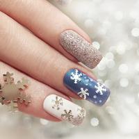 「雪の結晶ネイル」のデザインをご紹介。爪も一緒に冬支度を始めよう♪