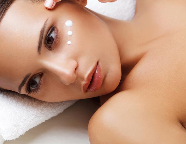 クリームの使い分けで保湿力アップ!大人の肌を守る朝&夜用クリーム