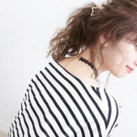 打造可愛髮型超簡單♡如愛神之箭般的髮簪造型♪