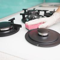 キッチンのガスコンロ掃除ポイント。話題のセスキアイテムもご紹介!