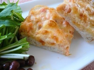 早餐吐司保舉食譜2. 養分滿點♡「鮭魚美乃滋」