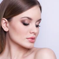 鼻筋の通った美しい鼻に。鼻のラインを整える鼻根部の手術法とは?