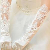 【プリンセス編】ウェディングドレスに合わせたいアクセサリー8選