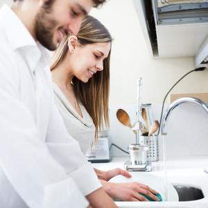女性だけが料理するなんて古い!男性にキッチンに立ってもらうには?