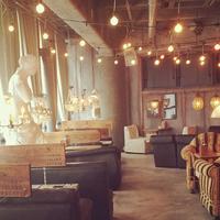 情侶座位體驗不一樣的感覺♡店內有著能與他更靠近的沙發座位咖啡廳5選