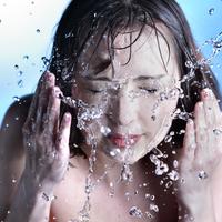 水クレンジングとは?毎日使うことのメリット・デメリットもご紹介。